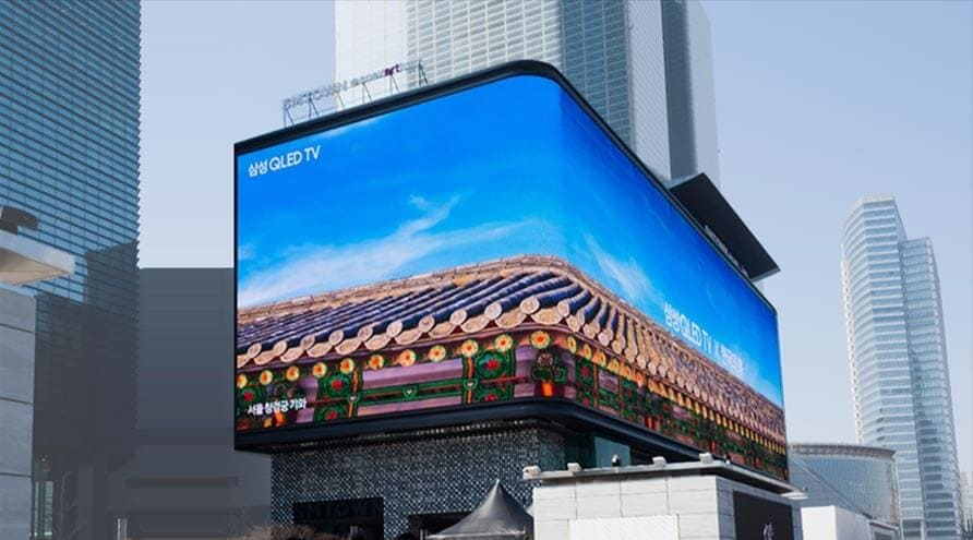 The Biggest Curved Display in Korea Lights Up the City